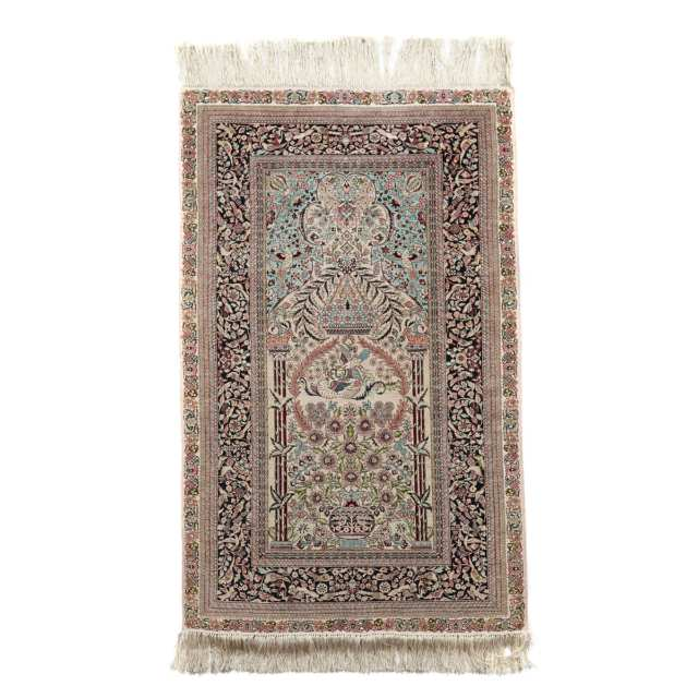 Fine Silk Hereke Prayer Rug, Turkish, mid 20th century