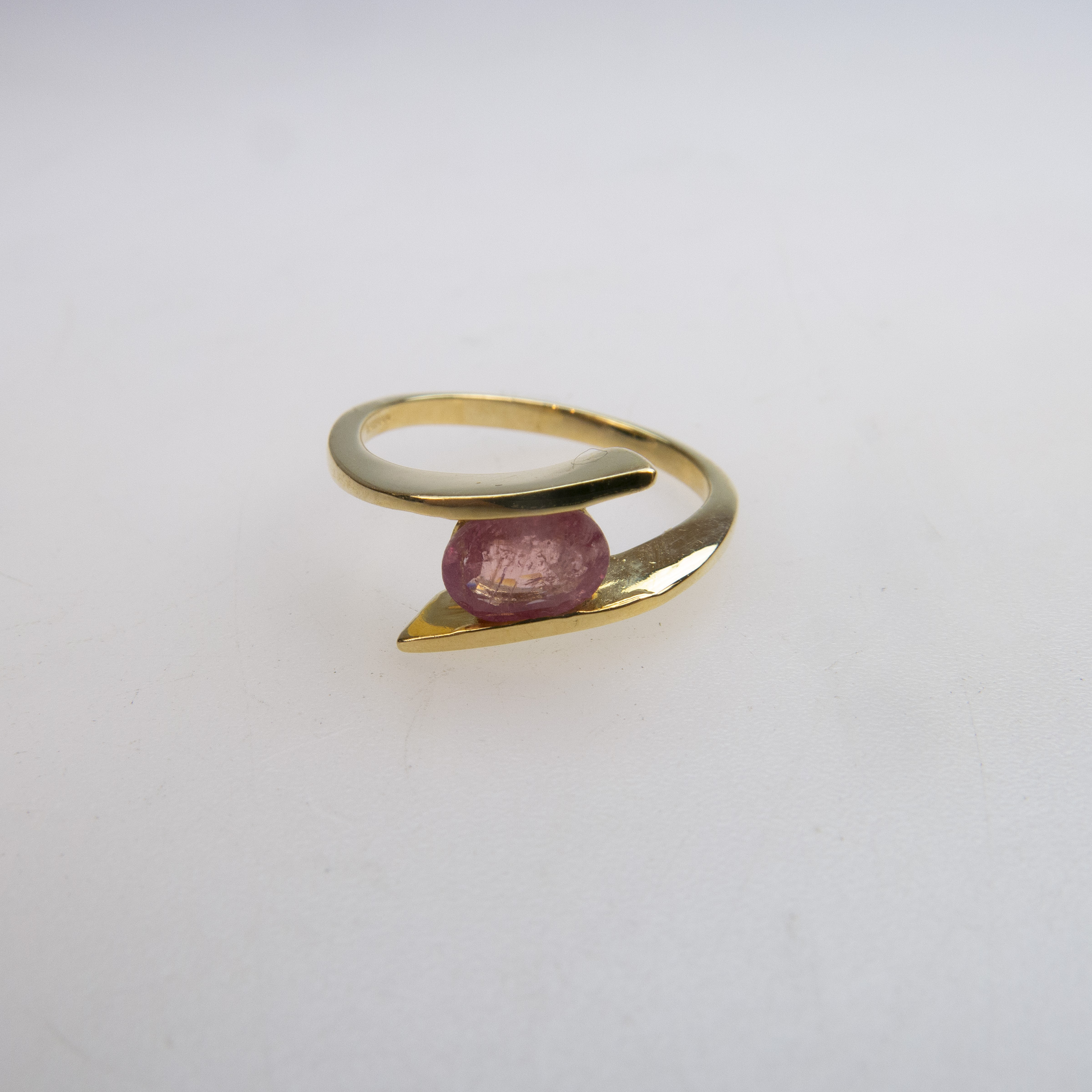 English 18k Yellow Gold Ring