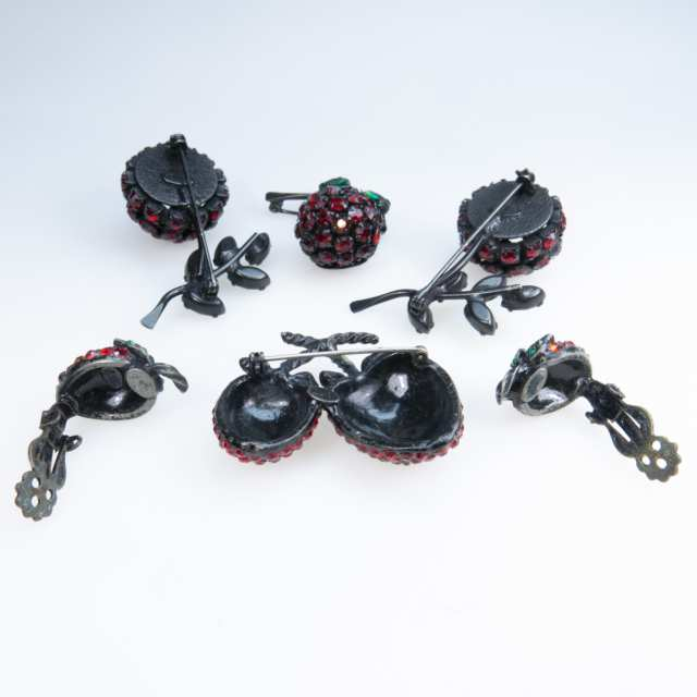 Six Pieces Of Japanned Back Costume Jewellery