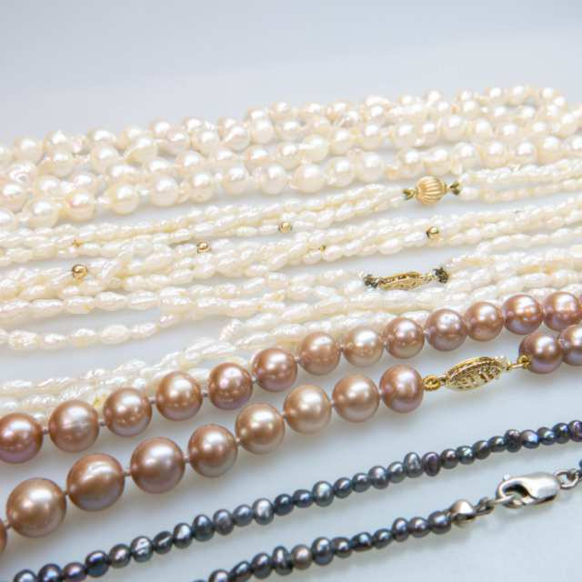 Small Quantity Of Pearl Necklaces