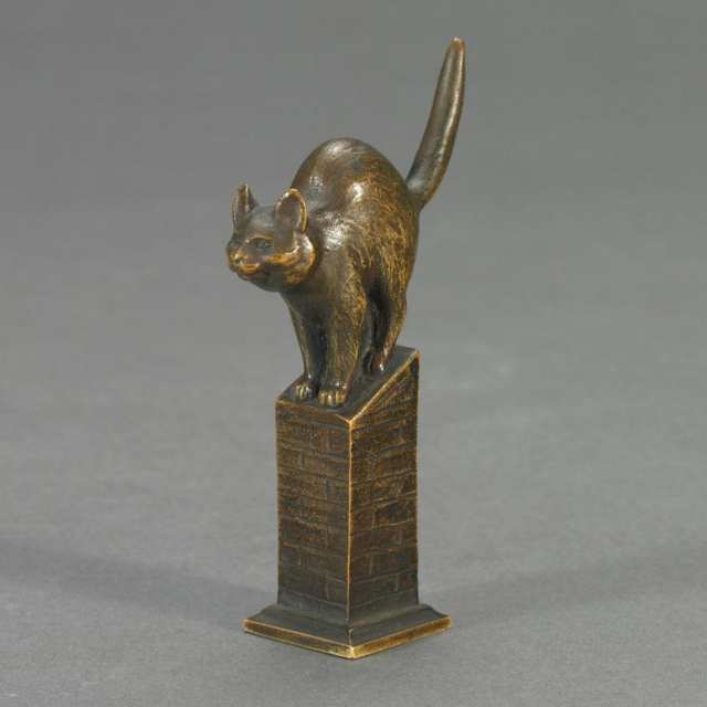Austrian Patinated Bronze Cat Form Desk Seal by Rudolph Küchler (b.1867), c.1900