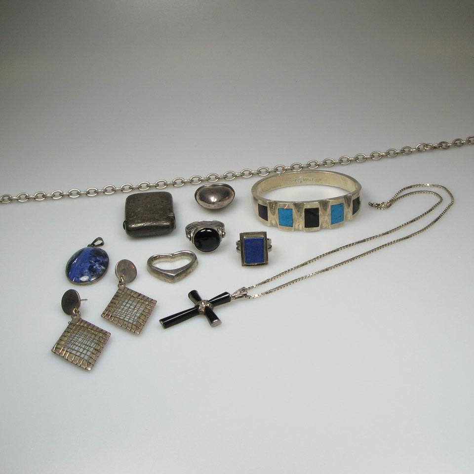 Small Quantity Of Silver Jewellery