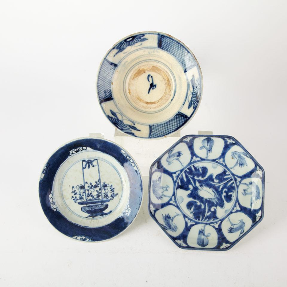 Export Blue and White 'Floral Basket' Dish, Kangxi Period (1662-1722)