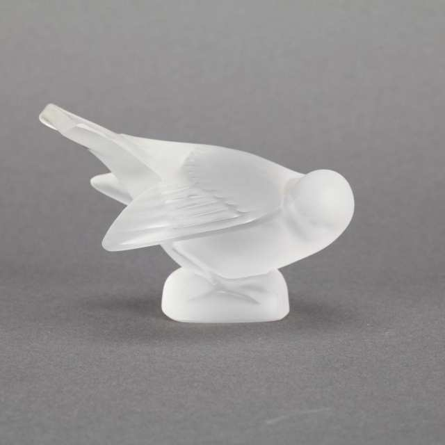 'Moineaux', Eight Lalique Moulded and Frosted Glass Birds, 20th century