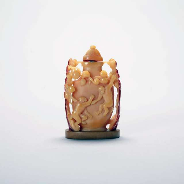 Hornbill Carved Snuff Bottle, Late Qing Dynasty