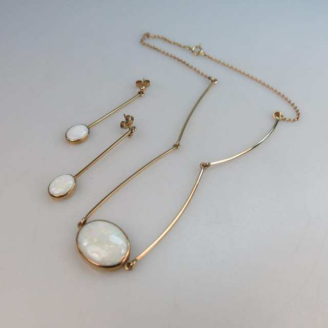 English 9k Yellow Gold Necklace And Drop Earrings set with oval opal cabochons