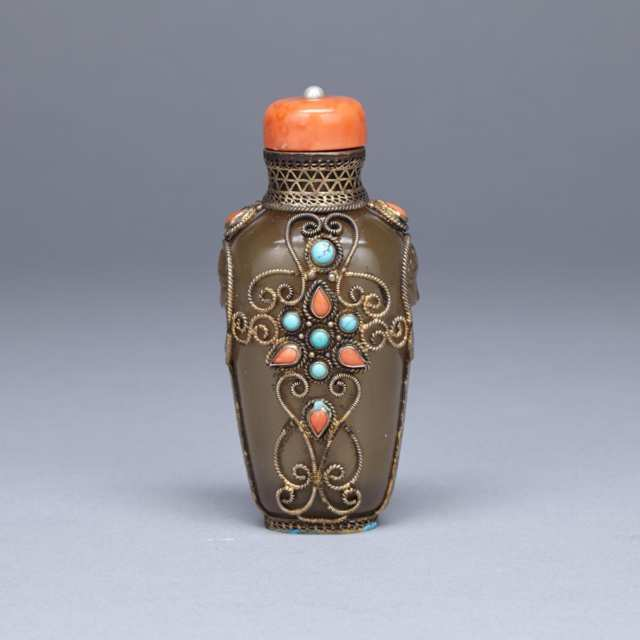 Hardstone and Silver Wire Embellished Agate Snuff Bottle, 19th Century