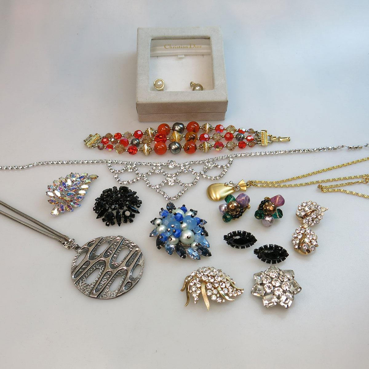 Small Quantity Of Costume Jewellery
