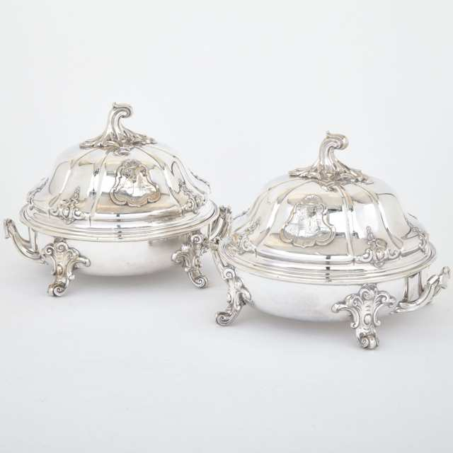 Pair of Old Sheffield Plate Covered Entrée Dishes with Warming Stands, Roberts, Smith & Co., Sheffield, c.1830
