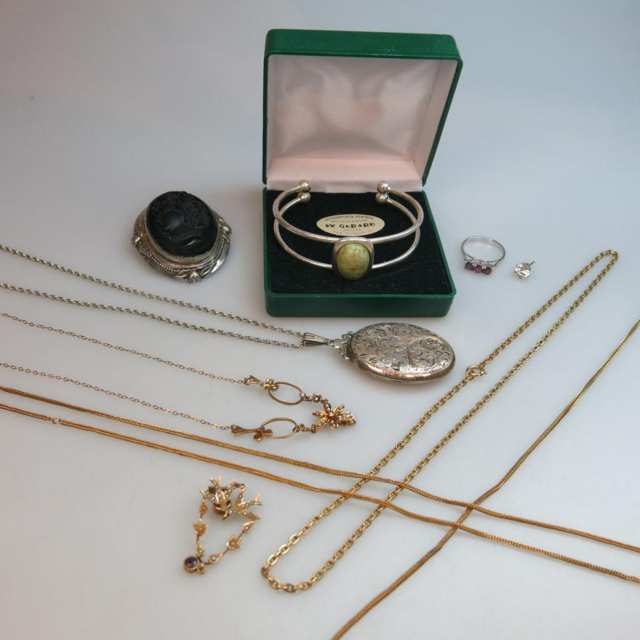 Small Quantity Of Jewellery