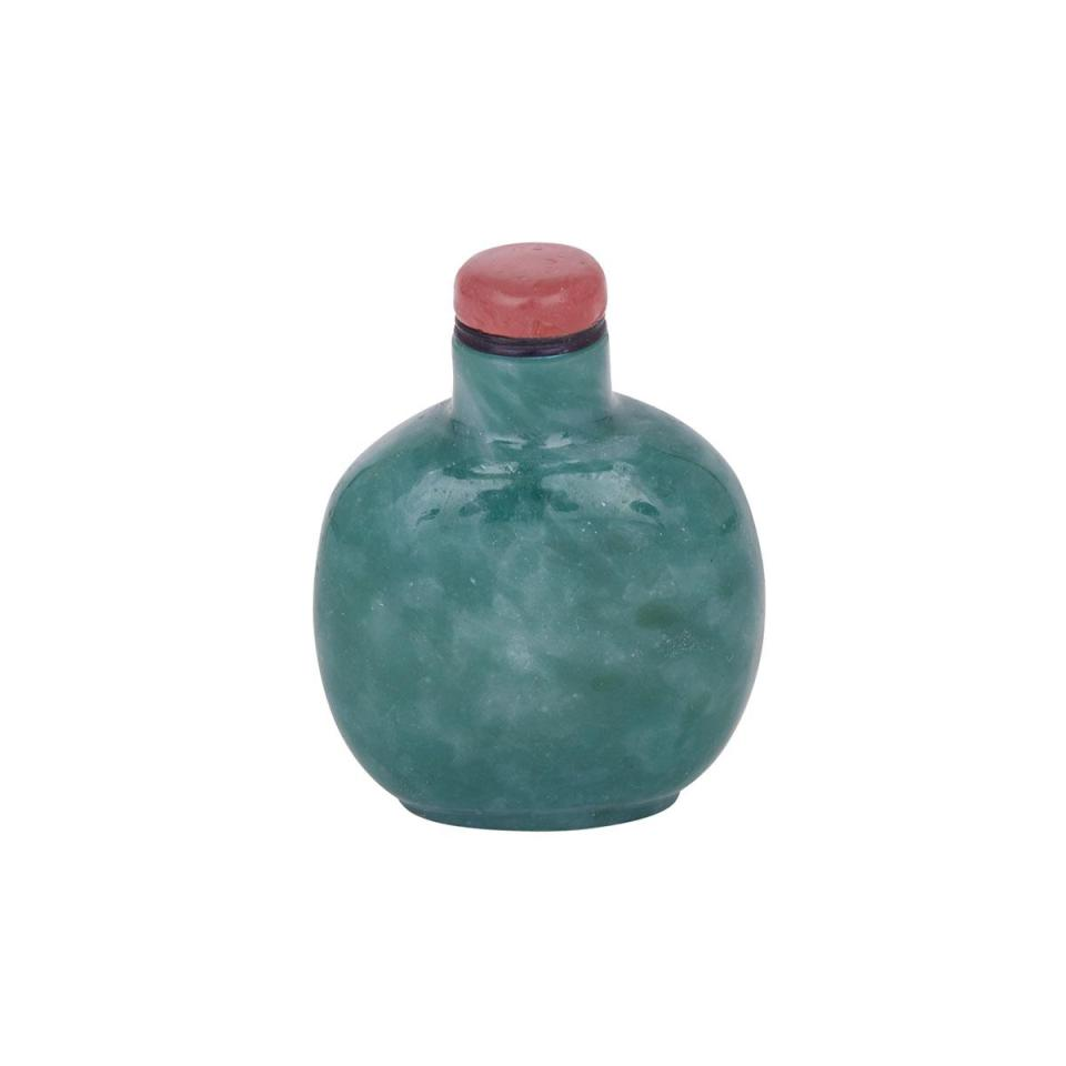 A Large and Rare Green Glass Imitating Jadeite Snuff Bottle, 19th Century