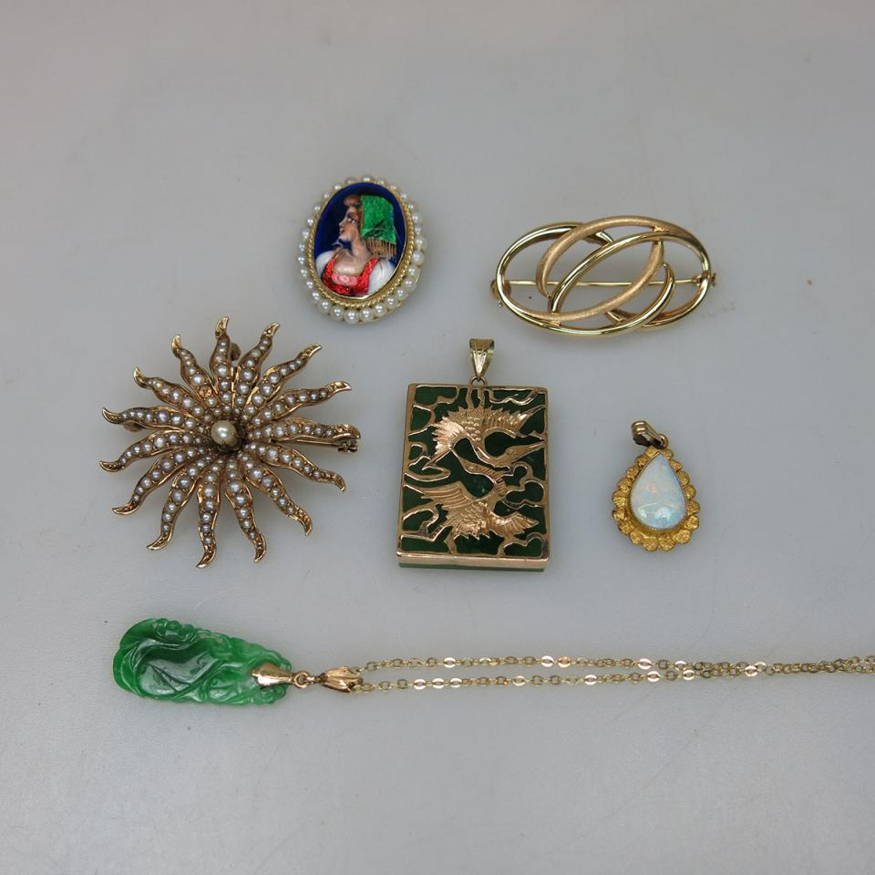 6 Various Yellow Gold Pins And Pendants