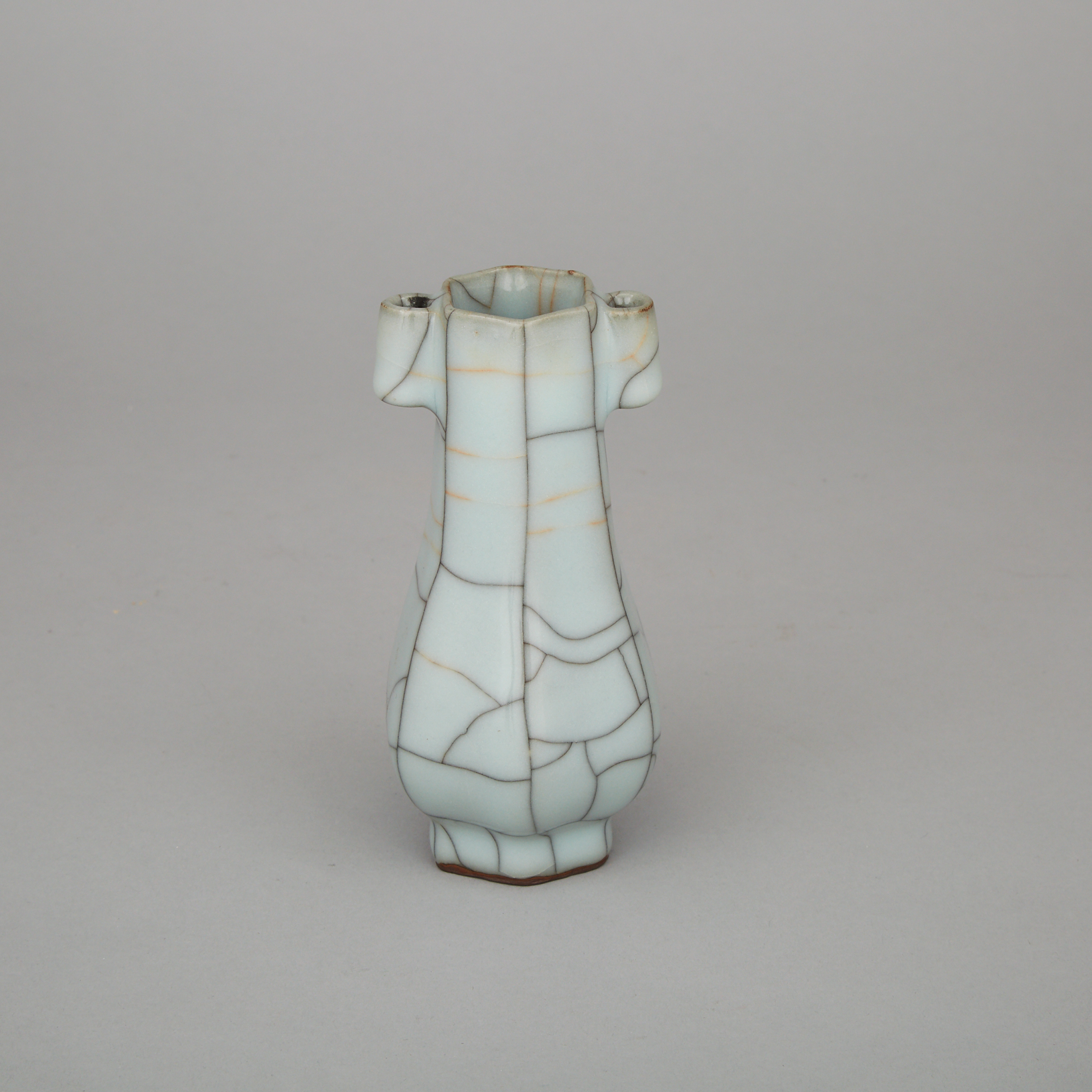 A Small Ge-Type Vase, Late Qing Dynasty